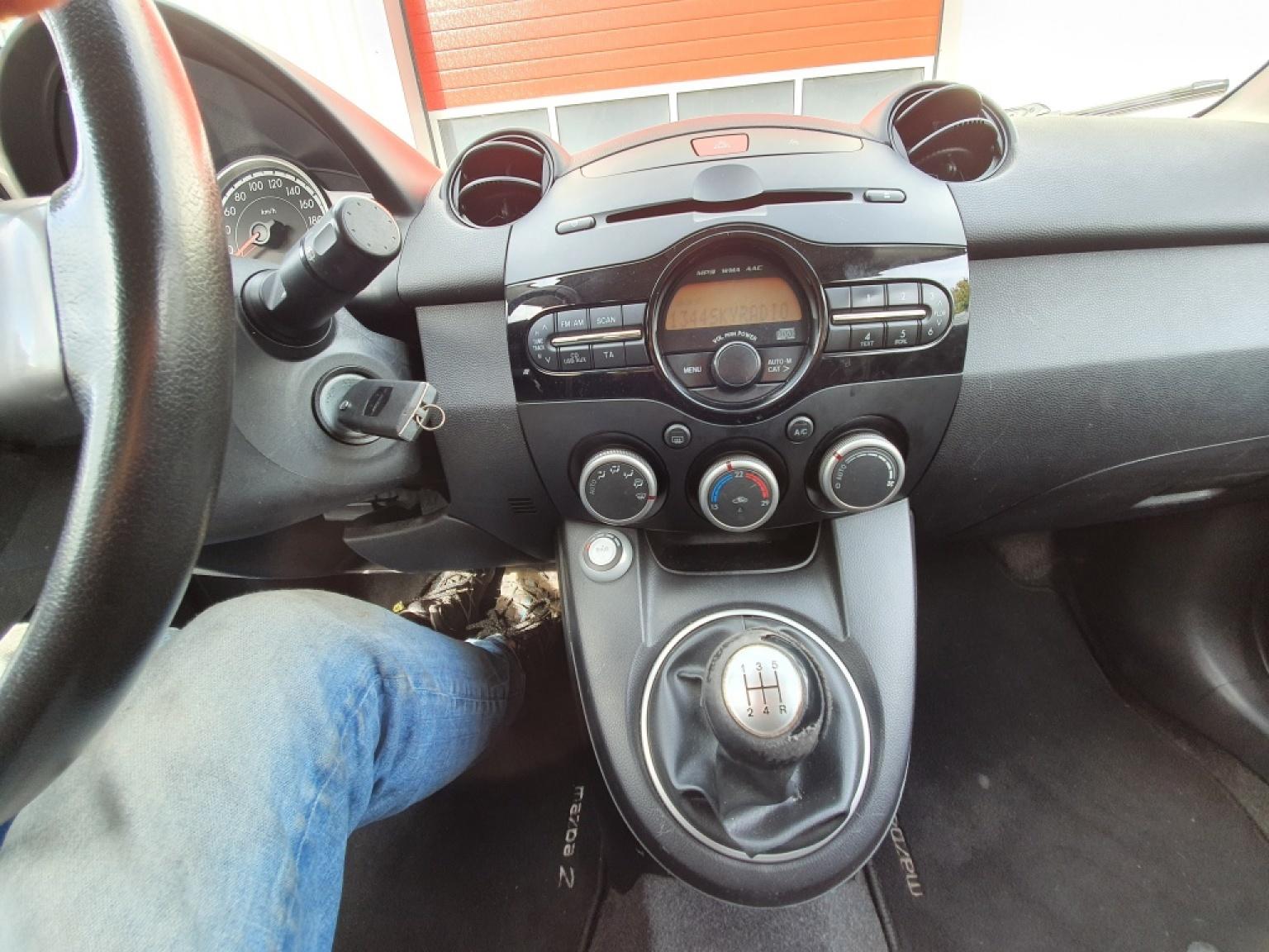 Mazda-2-9
