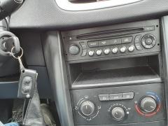 Peugeot-207-12